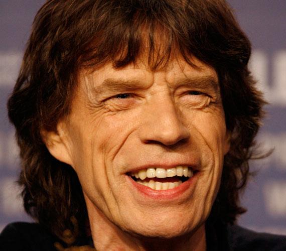 Mick Jagger mindig is nőfaló volt, olyan bombázókkal hozták hírbe pályafutása során, mint Bebe Buell, Marianne Faithfull, Carla Bruni vagy Angelina Jolie.