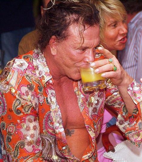 Alkohol és drogok  A sztár sosem vetette meg az örömöket, elcsúfult arcán nemcsak a boksz, hanem az alkohol és a kábítószerek is nyomot hagytak.  Kapcsolódó képgaléria: Részeg sztárok leleplező fotói »
