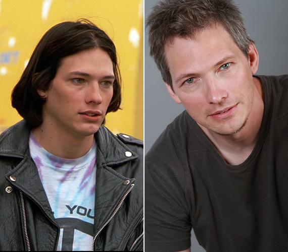Darren E. Burrows játszotta Edet, a félvér alaszkai indiánt, akinek leghőbb vágya volt, hogy filmrendező legyen. A 48 éves színész később felbukkant az X-Aktákban és a Helyszínelők egy epizódjában is, 2015-ben a Turning Home című romantikus drámában lesz látható. 1993 óta házas, négy gyermeke van.