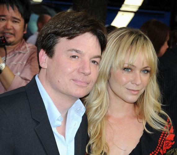 Mike Myers és Kelly Tisdale szóvivője májusban jelentette be, hogy a sztárpár első közös gyermekét várja.