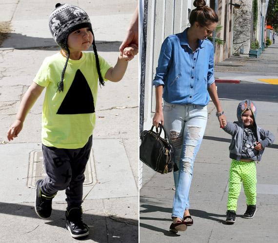 A sztár stílusosan öltözteti csemetéjét, a neonzöld póló nagyon jól áll a csöppségnek.
