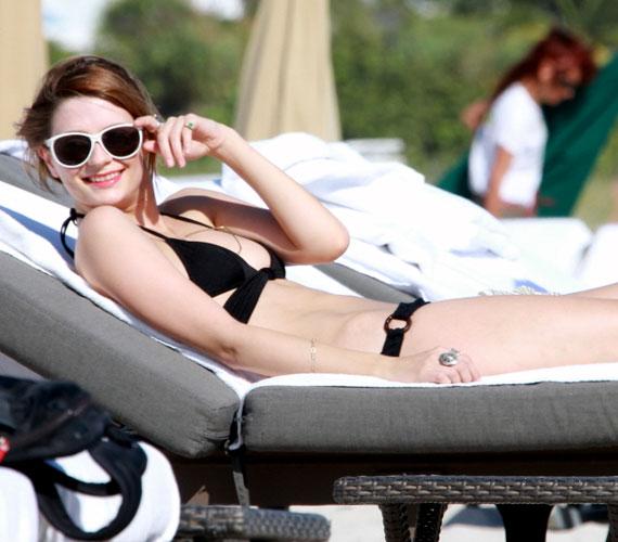 Ezt megelőzően december végén örökítették meg a színésznőt bikiniben, ezeken a képeken is látható, hogy jó pár kilótól megszabadult az elmúlt időszakban.
