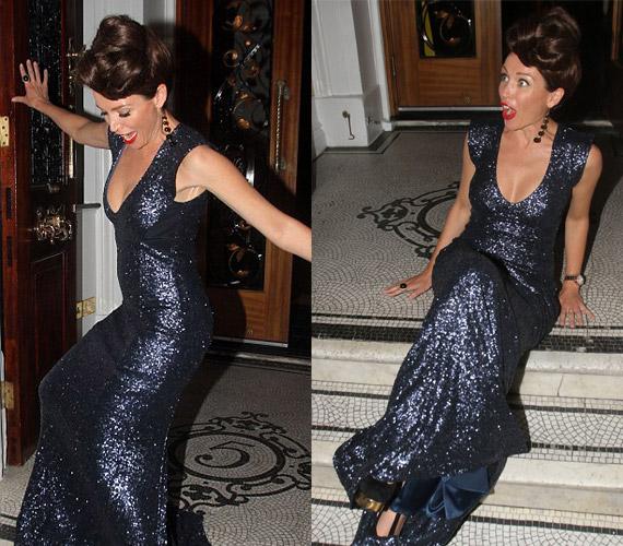 Dannii Minogue lába a saját kreációjába akadt bele, és a híresség a fotósok előtt esett fenékre.