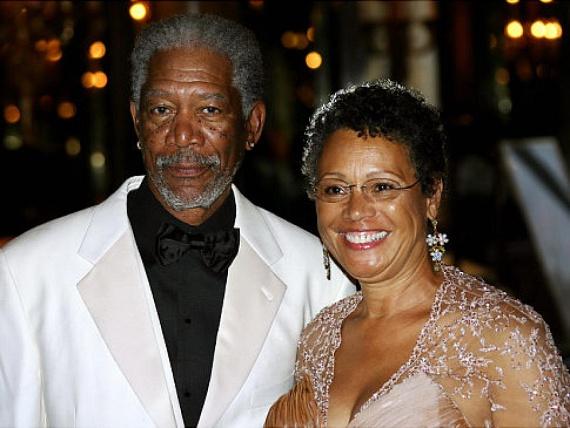 A 79 éves Oscar-díjas színész 26 évig élt házasságban feleségével, Myrnával, azonban félrelépett a család barátjával, így 2010 decemberében különváltak.