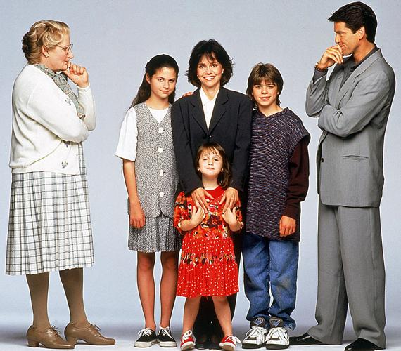 A Mrs. Doubtfire - Apa csak egy van című 1993-as amerikai filmvígjátéknak Robin Williams volt a főszereplője. Az alkotás elnyerte az Oscar-díjat és a legjobb smink jelölést is. Az amerikai filmintézet listáján a 67. helyen szerepelt az elmúlt száz év legjobb filmjei között.
