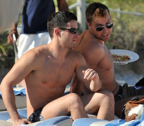 Lance Bass és pasija Miamiban, a tengerparton ünnepelték az újévet.