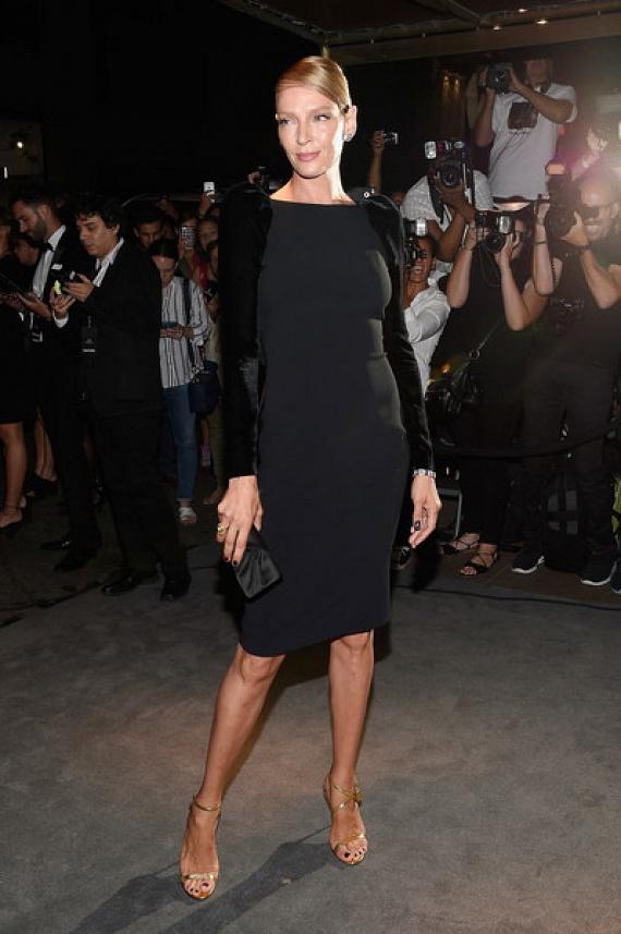 Uma Thurman a tökéletes kis feketére tette le a voksát - egyszerű, de nagyszerű ruhájában is káprázatosan festett.