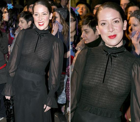 A 33 éves színésznő nem szégyenlősködött, és melltartó nélkül vette fel az áttetsző ruhát.