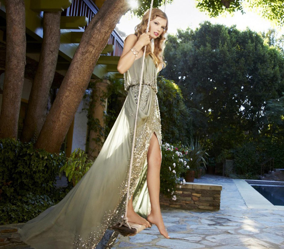 Taylor Swiftről 2010-ben készült egy hintás sorozat az Entertainment Weekly magazin számára. Azóta is ez a rajongók egyik kedvenc fotósorozata az énekesnőről.