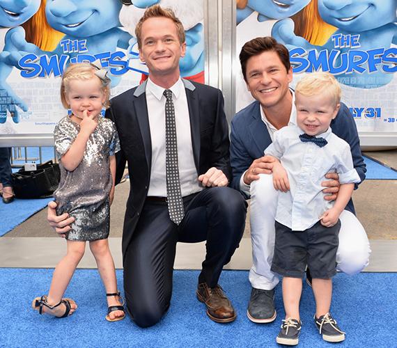 Neil Patrick Harris 11 éve él együtt szerelmével, David Burtkával, akivel tavaly házasodtak össze. 2010 októberében béranyától születtek kétpetéjű ikreik, Gedeon Scott és Harper Grace.