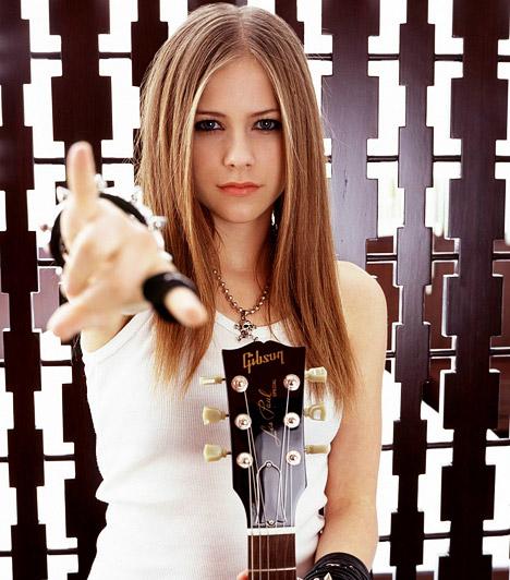 Avril Lavigne  Az 1984-es születésű kanadai énekesnő tinisztárként robbant be a köztudatba, és azóta is töretlen a népszerűsége. Ráadásul korai, szakadt, fiús ruháit azóta vagány és nőies szerelésre cserélte, amivel minden bizonnyal további pasirajongókat is szerzett magának.