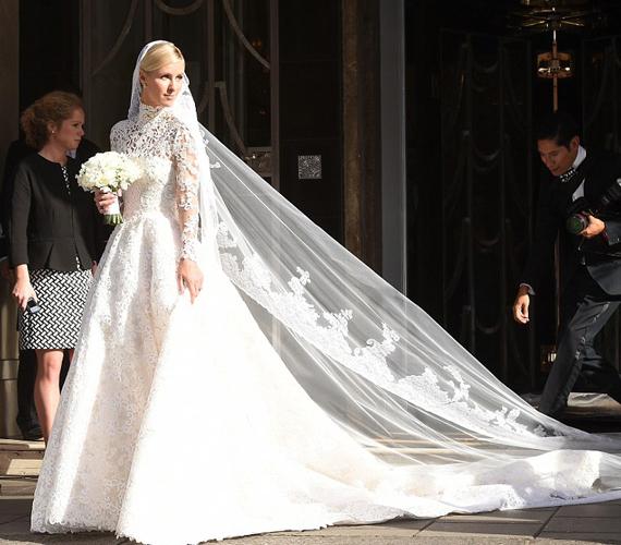 A kisebbik Hilton-lány esküvői ruhája nagyon emlékeztetett Katalin menyasszonyi ruhájára, amelyet a hercegnő négy évvel ezelőtt viselt.
