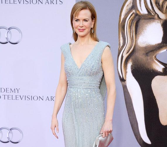 Az Oscar-díjas színésznőt a hazai mozikban legutóbb a Kellékfeleség című vígjátékban láthattuk Adam Sandler és Jennifer Aniston oldalán.