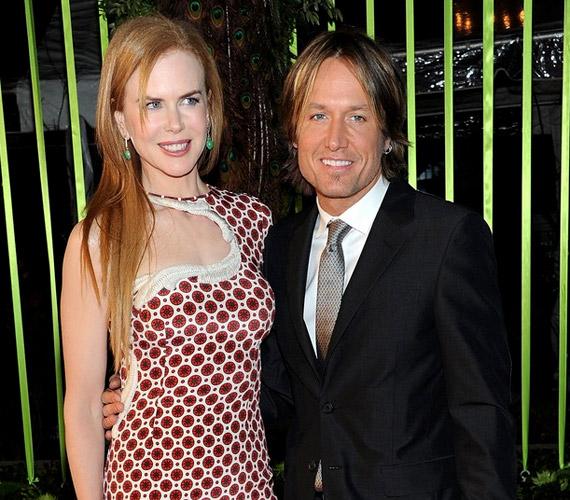 A színésznő 2005-ben ismerkedett meg az új-zélandi születésű countryénekessel, Sydney-ben házasodtak össze, az évek során két gyerkőcük született.