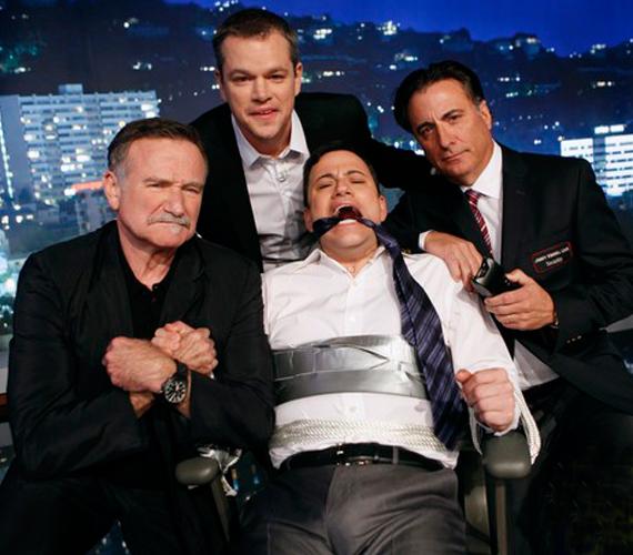 A megkötözött Jimmy Kimmel bizonyára jobban élvezte Nicole Kidman érintését, mint Robin Williamsét.