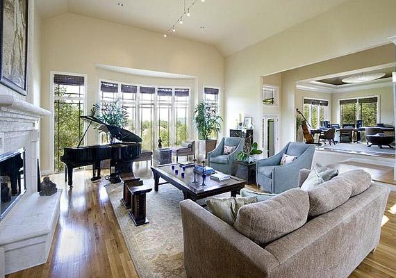 A nappaliban a színésznő county zenész férje, Keith Urban kedvéért egy zongora is helyet kapott.