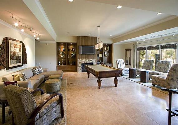 Tágas terek és süppedő bútorok - a berendezést a praktikum és a kényelem jellemzi.