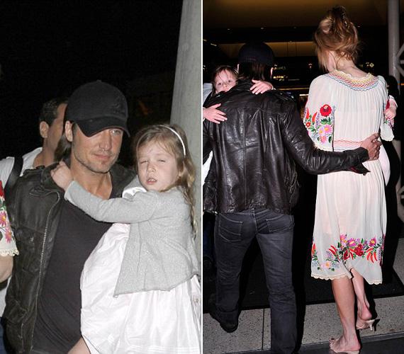 Keith egyik kezében Sunday Rose-t tartotta, míg a másikkal feleségét ölelte át.