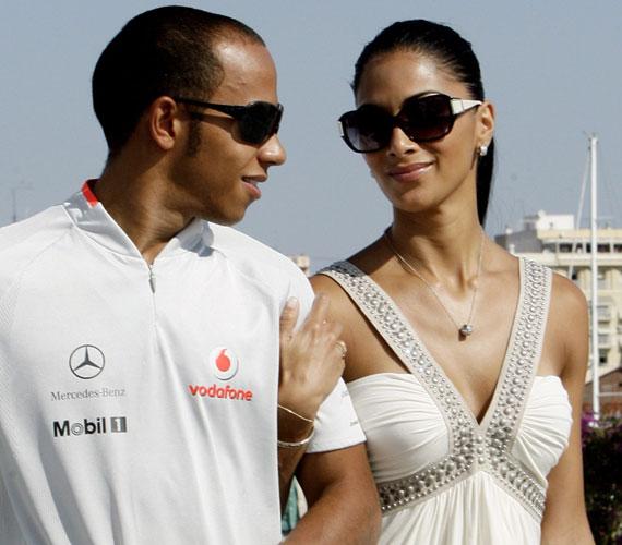 Az énekesnő évek óta Lewis Hamilton Forma-1-es pilóta barátnője, akivel 2007 novemberében kezdett el randizni - állítólag már el is jegyezték egymást.