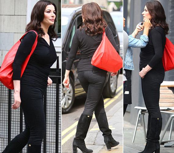Bár a fekete karcsúsít, a szűk nadrághoz, az alakját simuló felsőhöz és a bőrcsizmához a magabiztosság mellett új, karcsú alakja is kellett.