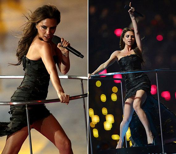 A londoni olimpiai játékokat fergeteges show-val zárták, amelyen Victoria Beckham is nagyon kitett magáért: az elöl rövid, hátul hosszú ruha szabadon hagyta formás lábait.