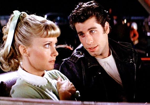 Habár még a készítők is csak nyári limonádénak szánták a filmet, minden idők egyik legsikeresebb musicalje lett Sandy és Danny szerelmi története.