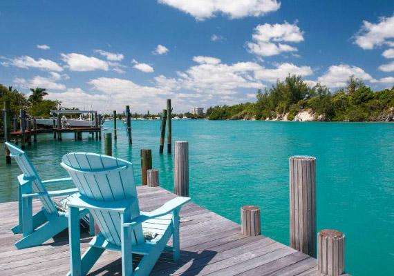 A ház közvetlenül a parton fekszik, ezért lenyűgöző a kilátás a teraszról is.