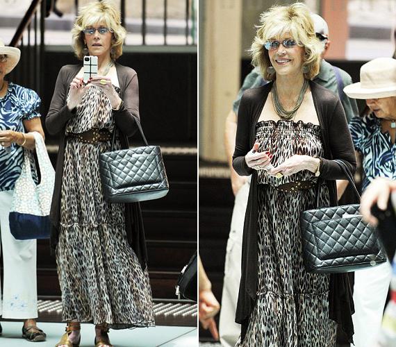 A 76 éves Jane FondaSydney-ben nyaralt, amikor szintén leopárdmintás ruhában kapták le.