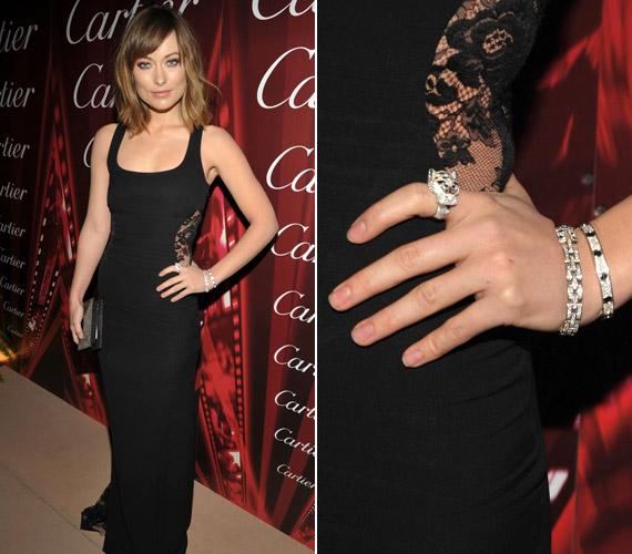 Ezüstgyűrűit és karkötőjét a Cartier-nél választotta