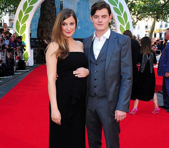A filmben is szereplő, nemzetközi karriert befutott német színésznő, Alexandra Maria Lara nem rejtegette egyre növekvő babapocakját. A premierre férjével, Sam Riley angol színésszel érkezett.