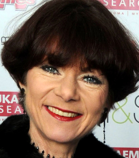 Briony McRoberts  Az angol Szomszédok, az EastEnders egykori szereplője a londoni Fulham Broadway metróállomáson ugrott az egyik érkező szelvény elé. 56 éves volt.