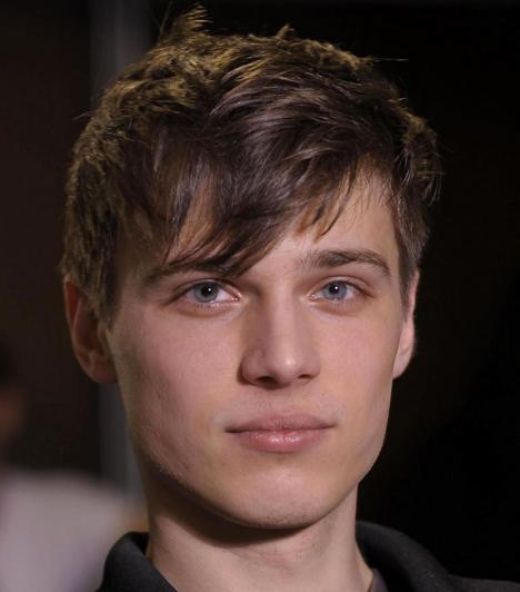 Tom Nicon  A világ egyik legkeresettebb férfimodellje mindössze 22 éves volt, amikor kizuhant szállodaszobájának ablakából.