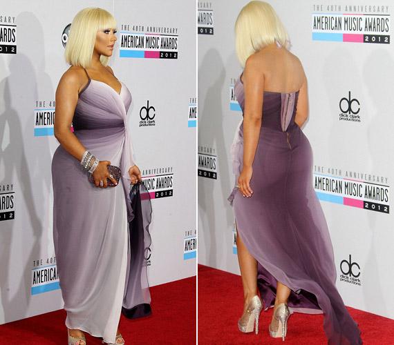 Christina Aguilera gyönyörű ruhája nem tudta elrejteni a főleg a csípő tájékára felszedett kilókat.