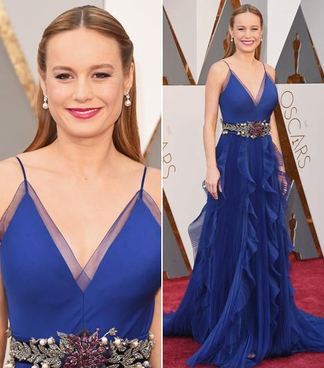 Brie Larson  A legjobb női főszereplőnek járó Oscart bezsebelő színésznő egy gyönyörű királykék Gucciban lépett a vörös szőnyegre.