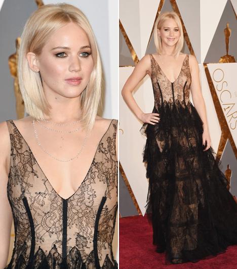 Jennifer Lawrence  A legjobb női főszereplőnek jelölt színésznő, mint mindig, most is Diorban érkezett a gálára. Áttetsző, csipkés darabjával hatalmas sikert aratott.