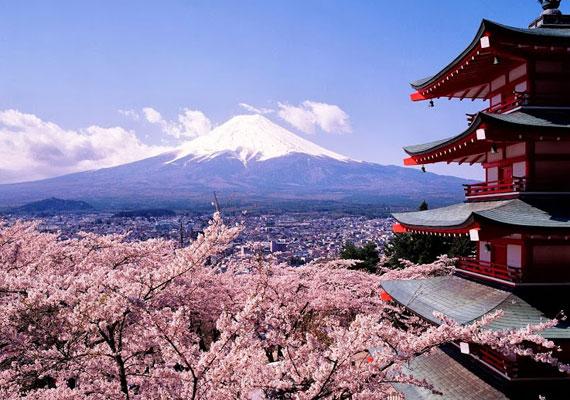 Mi is szívesen gyalogtúráznánk Japán gyönyörű tájain, kevesebbért is, mint 12 millió forint. Ennyi ugyanis az ajándék értéke.