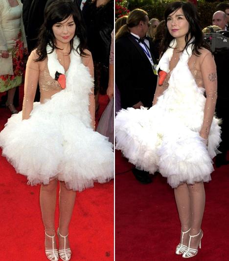 Bjork  Az énekesnő az Oscar-gálák egyik leghíresebb csúnya ruhájában érkezett, 2011-ben úgy döntött, hogy hattyúnak öltözik.