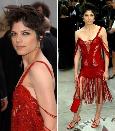 Selma Blair  Mintha egy hatalmas sas tépte volna meg a színésznőt a 2002-es Oscaron. Nemcsak a ruhája lógott rajta cafatokban, a haja is úgy nézett ki, mint egy madárfészek.