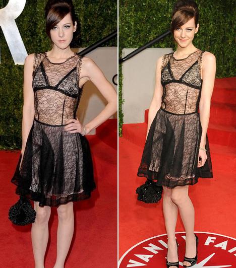 Jena Malone  Az Éhezők viadala sztárja kislányosan bájos vonásai ellenére ilyen merész ruhába bújt a 2011-es Oscar-gálán.