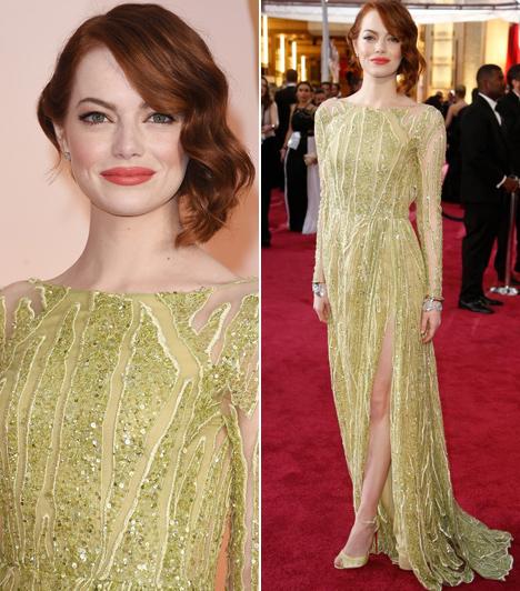 Emma Stone                         Hollywood egyik új üdvöskéje ezt a merész, mohazöld Elie Saab ruhát húzta magára a tavalyi Oscar-gálán, ami remekül kihangsúlyozta vörös haját.