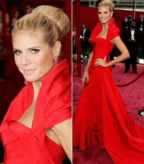 Heidi Klum                         A német szupermodell 2008-ban egy egyedi, tűzpiros Dior ruhában lopta el a show-t az Oscar-gálán. Nem csoda, hogy őt választották meg a gála legszebbjének.