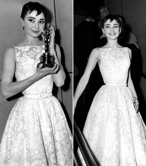 Audrey Hepburn  A színésznő Givenchy lélegzetelállító csipkés kreációjában jelent meg az 1954-es Oscar-gálán. A Római vakációban nyújtott alakításáért megszerezte az aranyszobrocskát is.