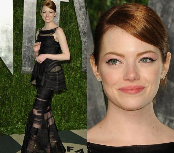 Emma Stone ebben az átlátszó öltözékben jelent meg az Oscar-gála előtt rendezett exkluzív partin.