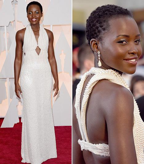 Lupita Nyong'o  A fiatal színésznő egy hófehér, gyöngyökkel kirakott Calvin Klein ruhát választott a nagy eseményre.