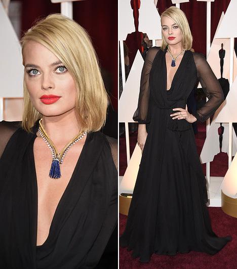 Margot Robbie  Margot Robbie új frizurával jelent meg az Oscaron, estélyinek pedig a Saint Laurent kollekciójából választott egy fekete darabot.