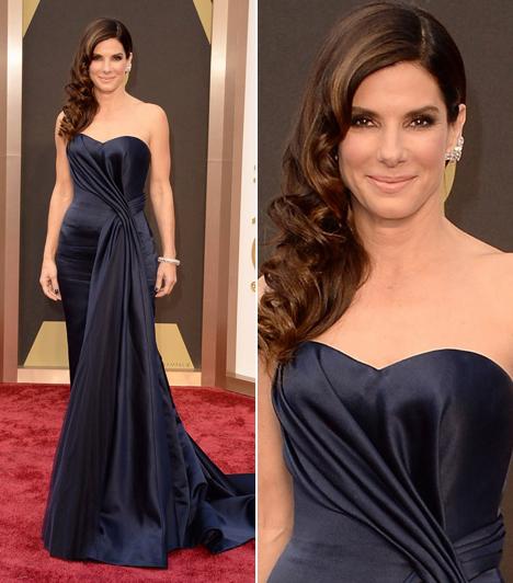Sandra Bullock                         Bár a 2014-es Oscar-átadón tarolt a Gravitáció, a női főszereplői díjat nem sikerült elhoznia Sandra Bullocknak. A színésznő egy lenyűgöző selyem Alexander McQueen ruhában jelent meg a vörös szőnyegen, a tervező ruháit hordja Katalin hercegnő is. A Gravitációban nyújtott alakításáról azt nyilatkozta, nagyon megváltozott a forgatás alatt, egy egészen más ember fejezte már be a filmet.
