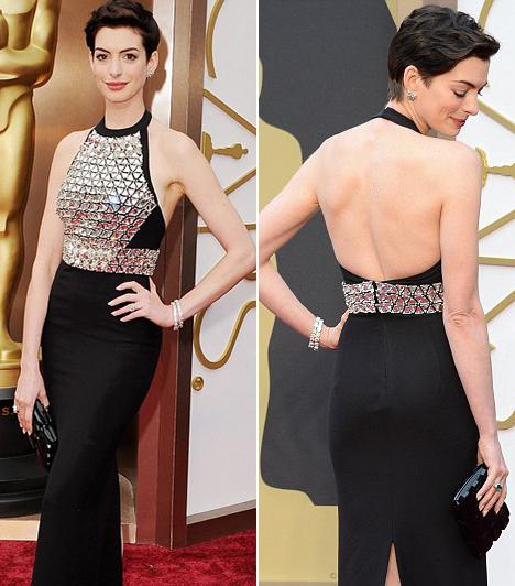 Anne Hathaway                         A színésznő idén egy visszafogott Gucci-ruhát választott, nem akarta elvonni a figyelmet a díjra esélyes hölgyekről.