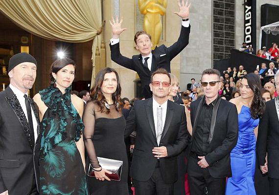 A Sherlock sztárja, Benedict Cumberbatch a U2 csoportképébe ugrott bele.