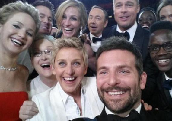 A képet Bradley Cooper készítette, de ott vigyorog Brad Pitt, Angelina Jolie, Meryl Streep, Jennifer Lawrence, Julia Roberts, Kevin Spacey és a műsorvezető is.