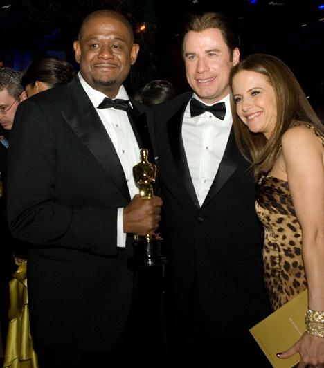 Forest WhitakerA világhírű színész 2006-ban bújt a hírhedt ugandai diktátor, Idi Amin bőrébe Az utolsó skót király című filmben, amelyért 2007-ben a legjobb férfi főszereplőnek járó Oscart vehette át. A képen büszkén pózol kezében a szoborral John Travolta és Kelly Preston oldalán.